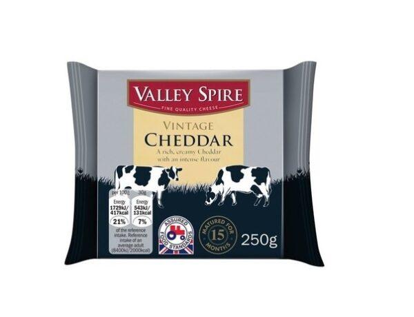 Сыр Valley Spire Vintage Cheddar 48% 250 грамм Чеддер
