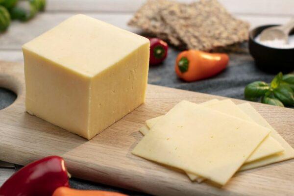Сыр Чеддар Швейцарский Emmi