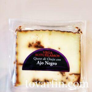 Выдержанный овечий сыр Манчего с Черным чесноком Vegasotuelamos 200 г Ajo Negro